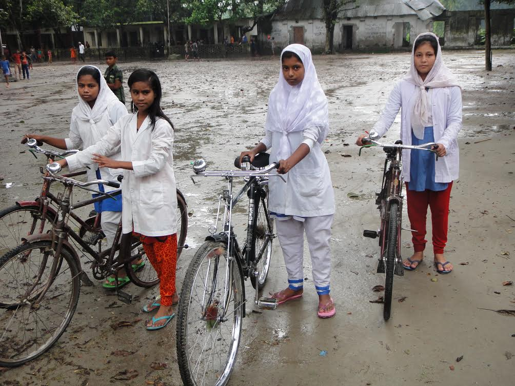 Sumi and her classmates with their bicycles